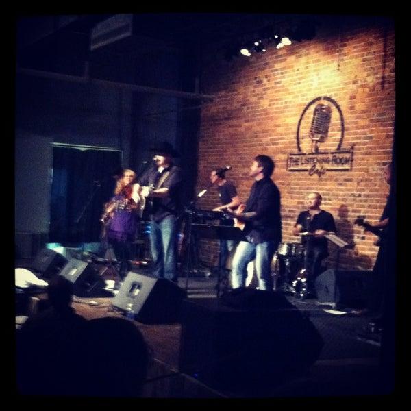 Foto scattata a The Listening Room Cafe da Matt M. il 2/12/2013