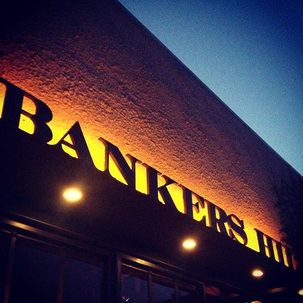 Foto tirada no(a) Bankers Hill Bar & Restaurant por Stephen em 8/11/2013