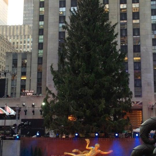 Das Foto wurde bei The Rink at Rockefeller Center von RJ L. am 11/28/2012 aufgenommen
