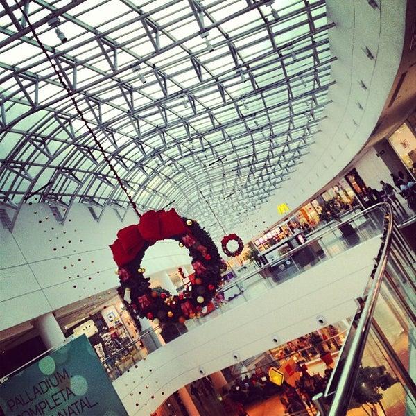 Foto tirada no(a) Shopping Palladium por Fernando D. em 12/6/2012