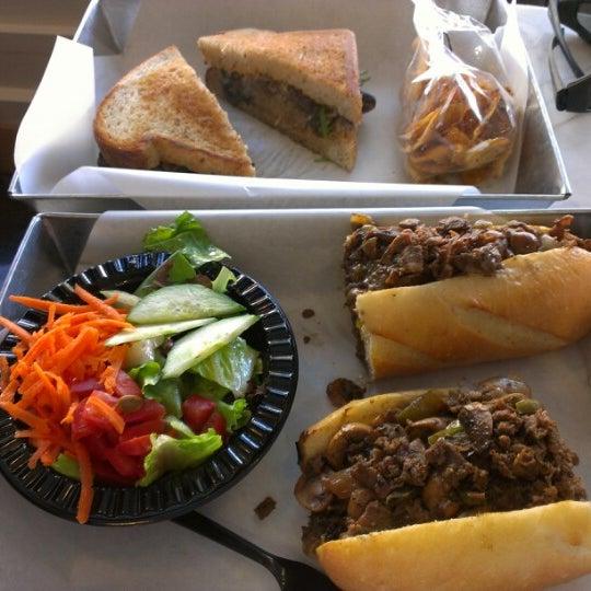 Das Foto wurde bei Soda Pop's von Jim Techfrog A. am 11/5/2012 aufgenommen