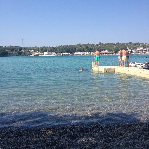 รูปภาพถ่ายที่ Babylon Çeşme โดย Salih F. เมื่อ 7/15/2013