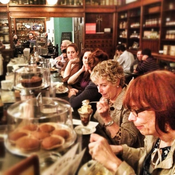 Foto scattata a Brooklyn Farmacy & Soda Fountain da Chris K. il 10/19/2012