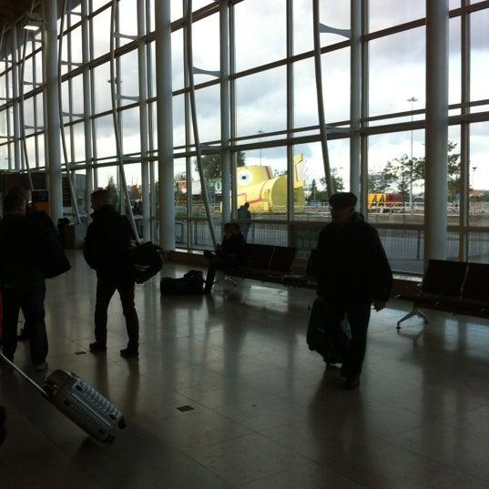 รูปภาพถ่ายที่ Liverpool John Lennon Airport (LPL) โดย Dave เมื่อ 11/3/2012