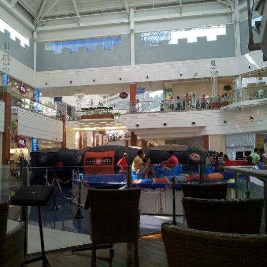 Снимок сделан в Floripa Shopping пользователем Rodrigo H. 10/7/2012