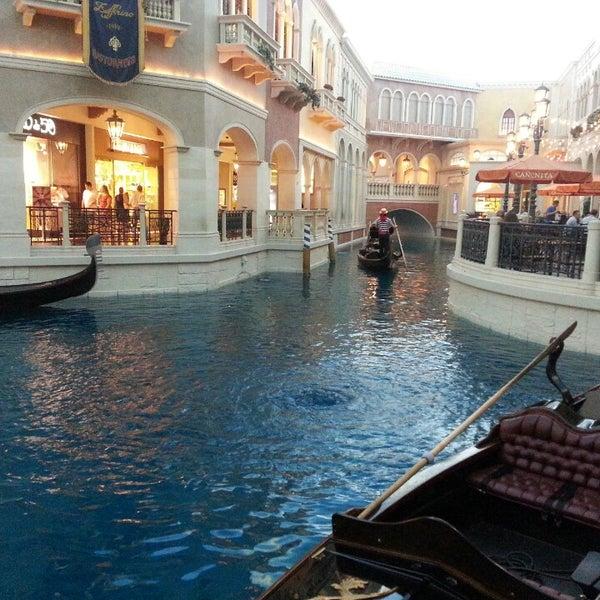Foto tirada no(a) Venetian Resort & Casino por Steve em 7/1/2013