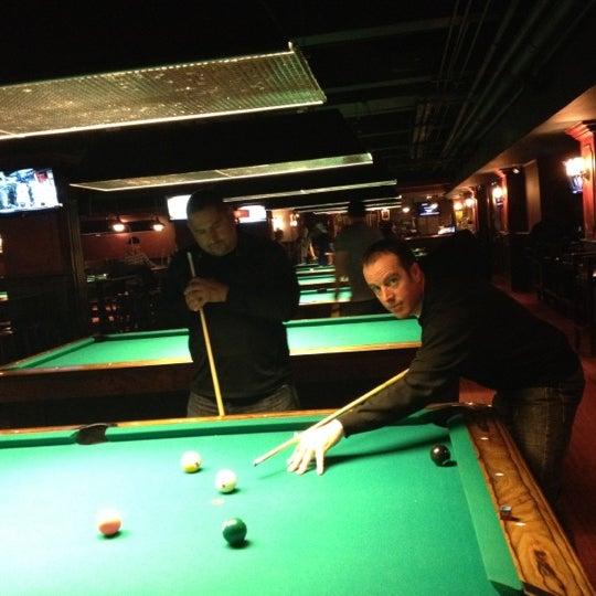 Foto tomada en Society Billiards + Bar por Ruth el 11/21/2012