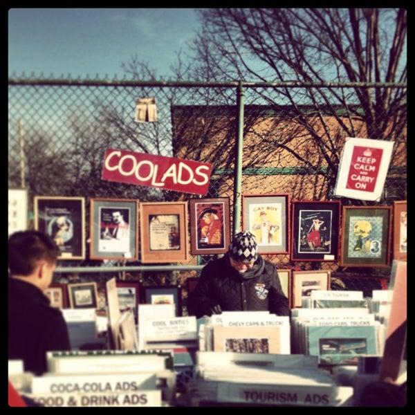 Photo prise au The Flea Market at Eastern Market par Curtis M. le1/27/2013