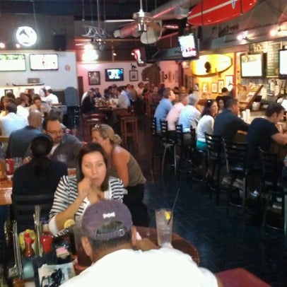 Photo prise au The Local Eatery and Drinking Hole par James H. le10/26/2012