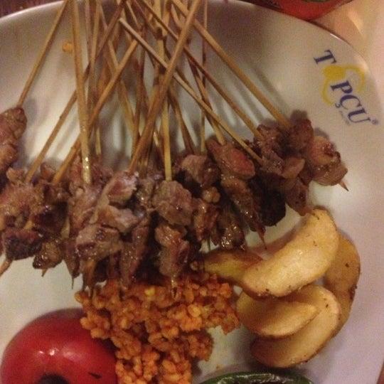 Foto diambil di Topçu Restaurant oleh Oğuzcan V. pada 10/14/2012