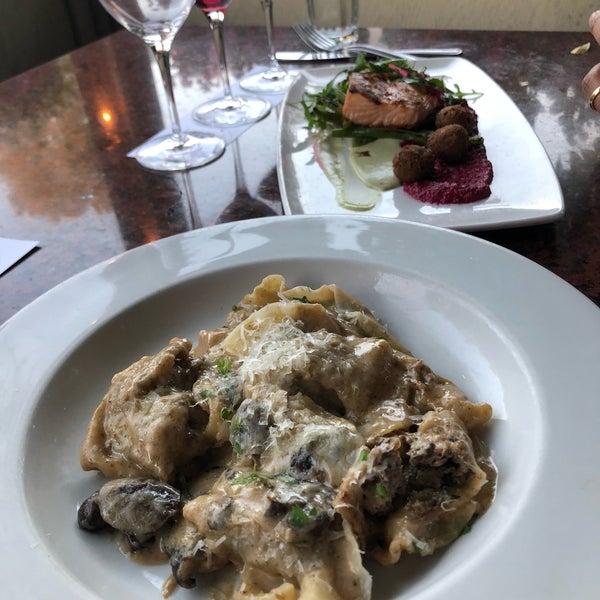 10/7/2018 tarihinde graceface k.ziyaretçi tarafından Los Olivos Wine Merchant Cafe'de çekilen fotoğraf