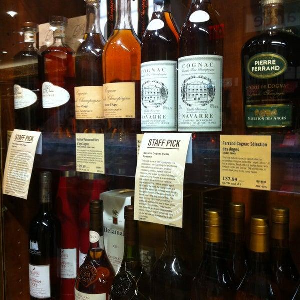 Foto tirada no(a) Astor Wines & Spirits por graceface k. em 4/13/2013
