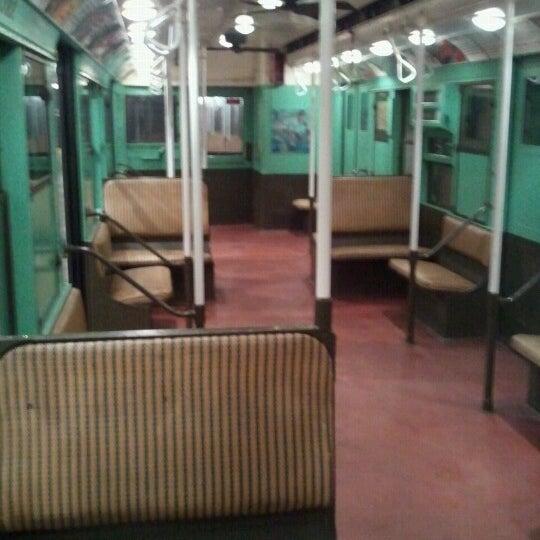 Foto diambil di New York Transit Museum oleh Kate F. pada 11/4/2012