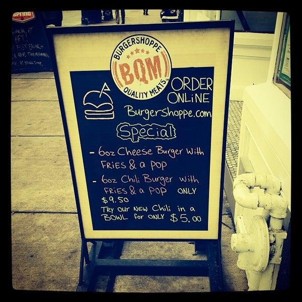 Das Foto wurde bei Burger Shoppe von Celine M. am 11/17/2013 aufgenommen