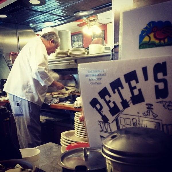 Foto tirada no(a) Pete's Grille por Bmorefrench em 3/22/2014