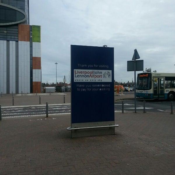 รูปภาพถ่ายที่ Liverpool John Lennon Airport (LPL) โดย Sofia C. เมื่อ 5/3/2013