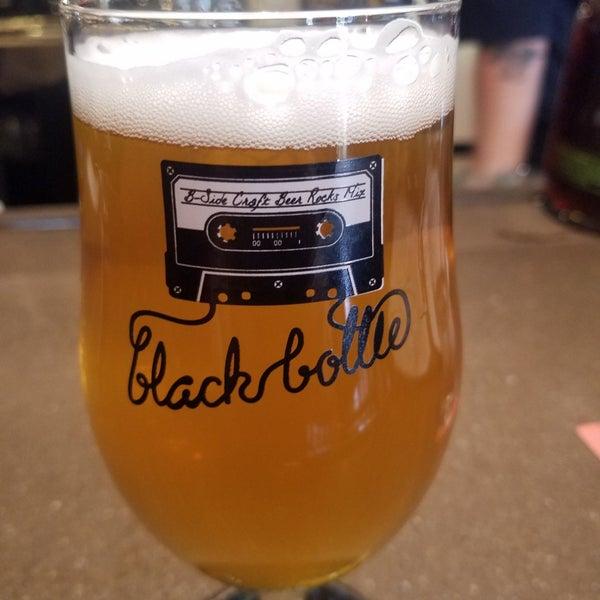 Das Foto wurde bei Black Bottle Brewery von Tony am 10/6/2019 aufgenommen