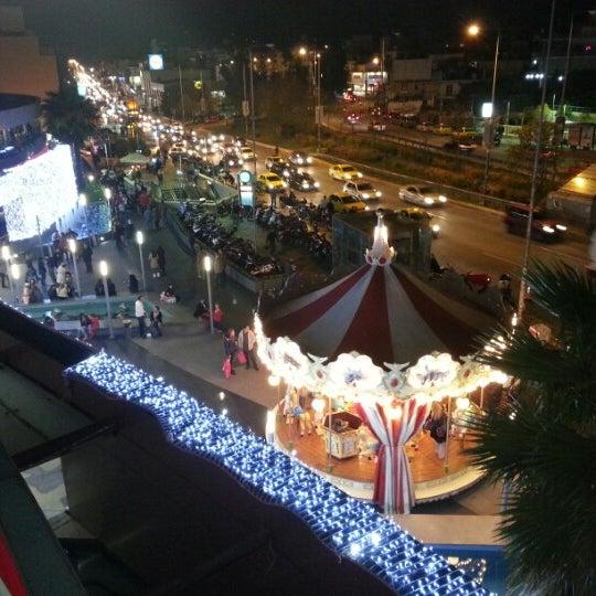 รูปภาพถ่ายที่ Athens Metro Mall โดย Stefanos P. เมื่อ 12/1/2012
