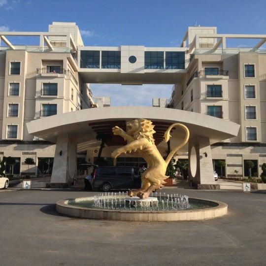 รูปภาพถ่ายที่ Cratos Premium Hotel & Casino โดย Mehmet V. เมื่อ 10/7/2012