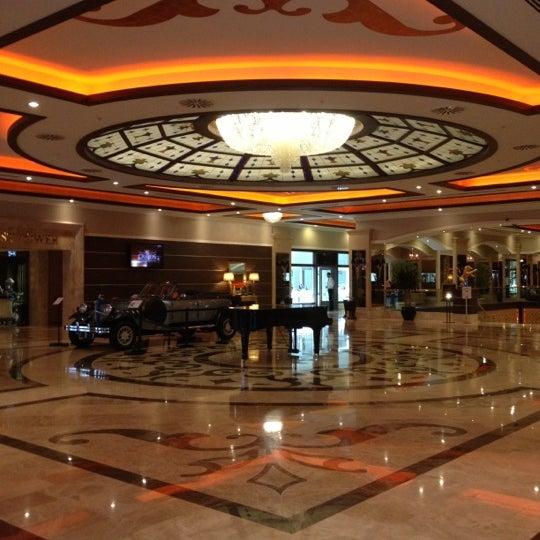 รูปภาพถ่ายที่ Cratos Premium Hotel & Casino โดย Mehmet V. เมื่อ 10/6/2012