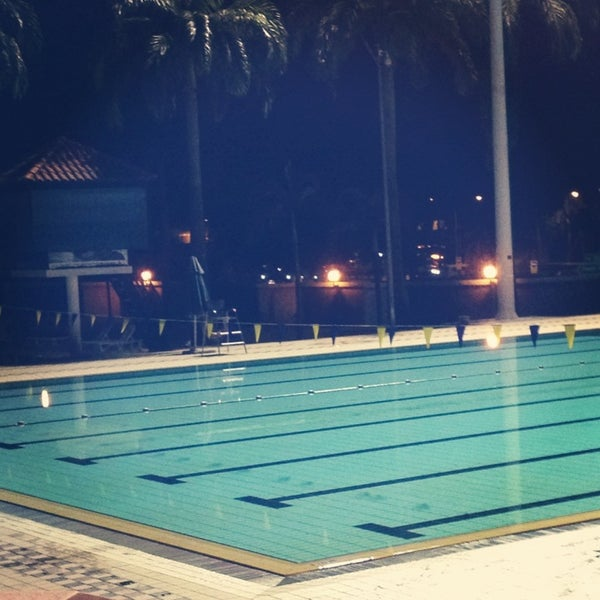 Photo prise au Clementi Swimming Complex par Dawne L. le3/5/2013