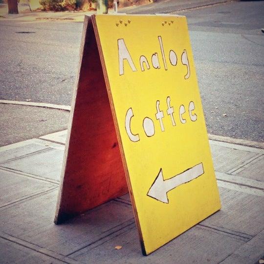 10/8/2012 tarihinde Danielziyaretçi tarafından Analog Coffee'de çekilen fotoğraf
