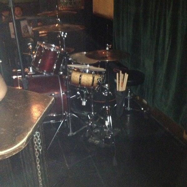 Foto diambil di All Black Irish Pub oleh Fabinho I. pada 1/11/2013