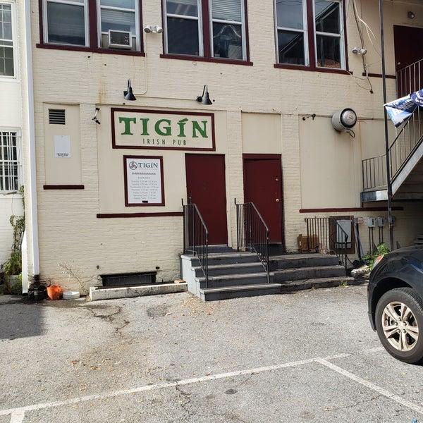 Foto tirada no(a) Tigin Irish Pub por Tracey M. em 10/28/2018