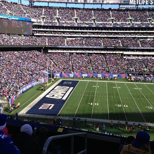รูปภาพถ่ายที่ MetLife Stadium โดย Paul เมื่อ 12/30/2012