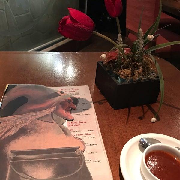 Foto diambil di Restaurante & Bar La Strega oleh Chiquyzz-Clauss O. pada 9/30/2018