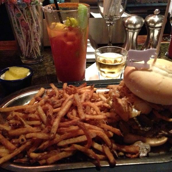 6/12/2013에 Teresa님이 Ike's Food & Cocktails에서 찍은 사진
