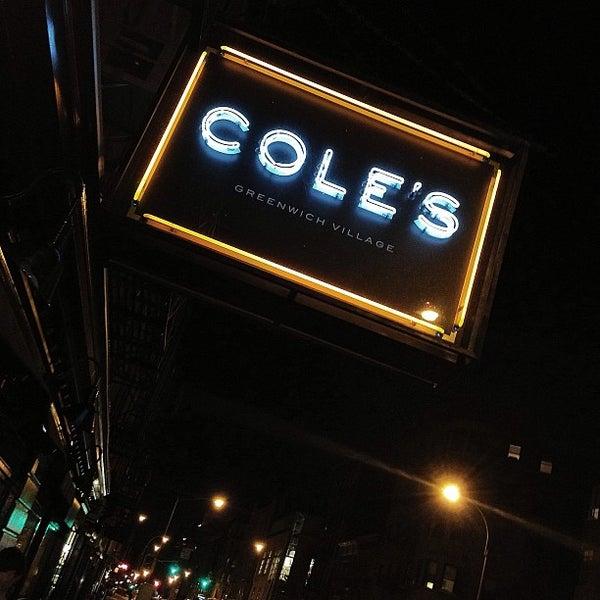 Photo prise au Cole's Greenwich Village par Carlos P. le2/10/2013