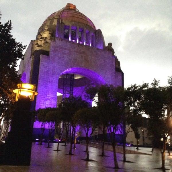 Foto tomada en Monumento a la Revolución Mexicana por Laurie C. el 5/23/2013