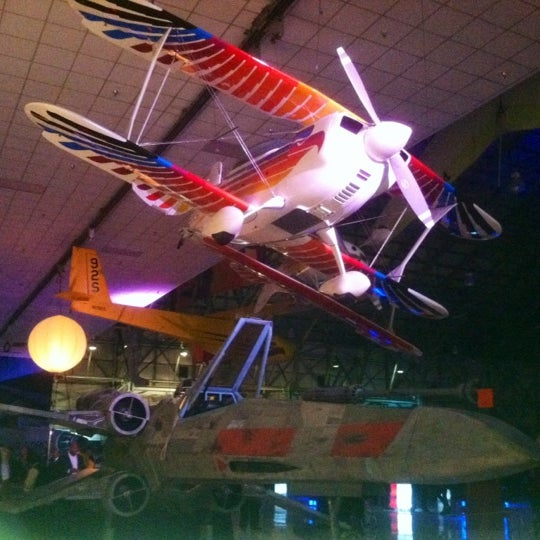 Foto tomada en Wings Over the Rockies Air & Space Museum  por Anita el 10/30/2012