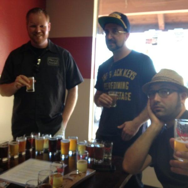 Foto tomada en ChuckAlek Independent Brewers por Travis el 2/16/2013