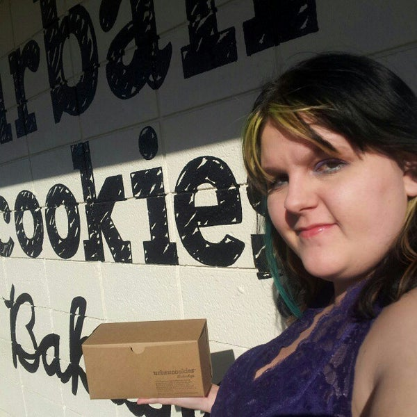 Снимок сделан в Urban Cookies Bakeshop пользователем Toryanni P. 2/17/2013