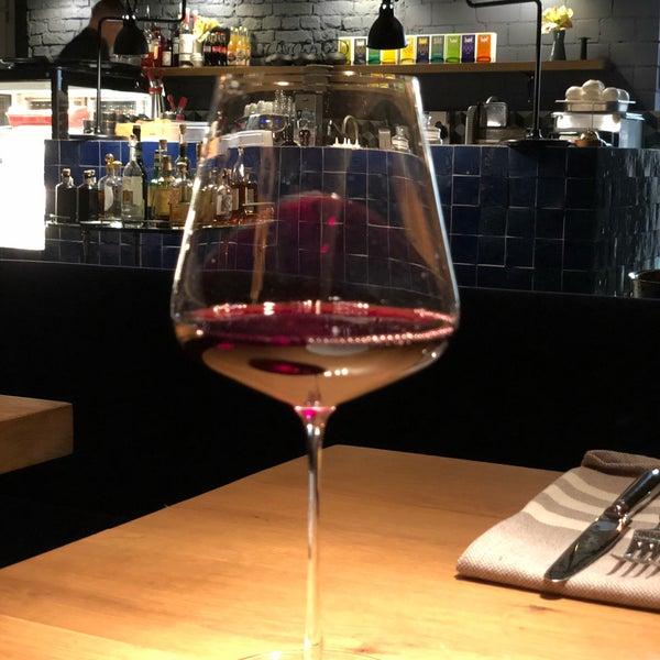 Das Foto wurde bei MINE restaurant / WINE bar von Alexey am 2/26/2018 aufgenommen