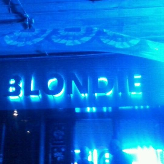 รูปภาพถ่ายที่ BLONDIE โดย Tiare R. เมื่อ 9/15/2012