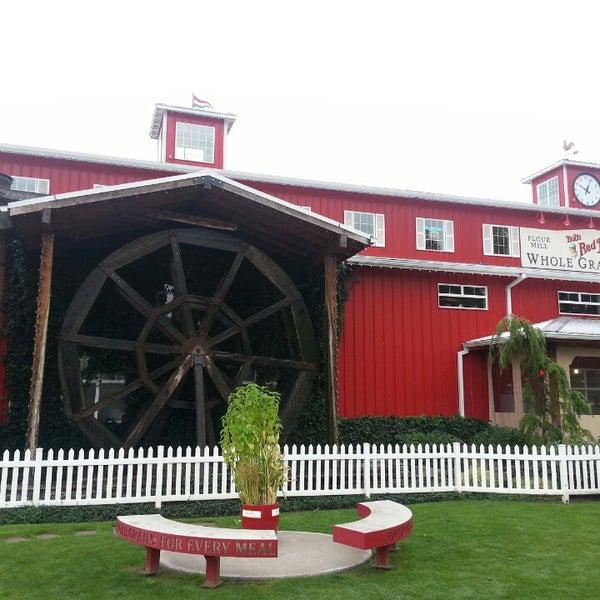 รูปภาพถ่ายที่ Bob's Red Mill Whole Grain Store โดย Anka เมื่อ 9/23/2014