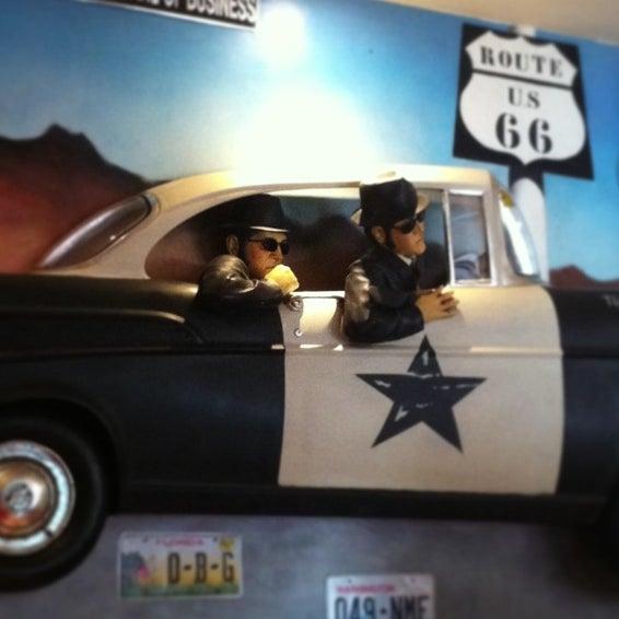 Foto tomada en Mc Charly & Company por Sara el 12/22/2012