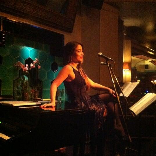 รูปภาพถ่ายที่ Zihni Bar โดย Esra E. เมื่อ 11/14/2012