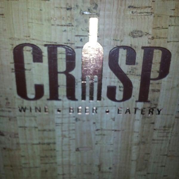 Foto tomada en Crisp Wine-Beer-Eatery por Christopher W. el 5/26/2013