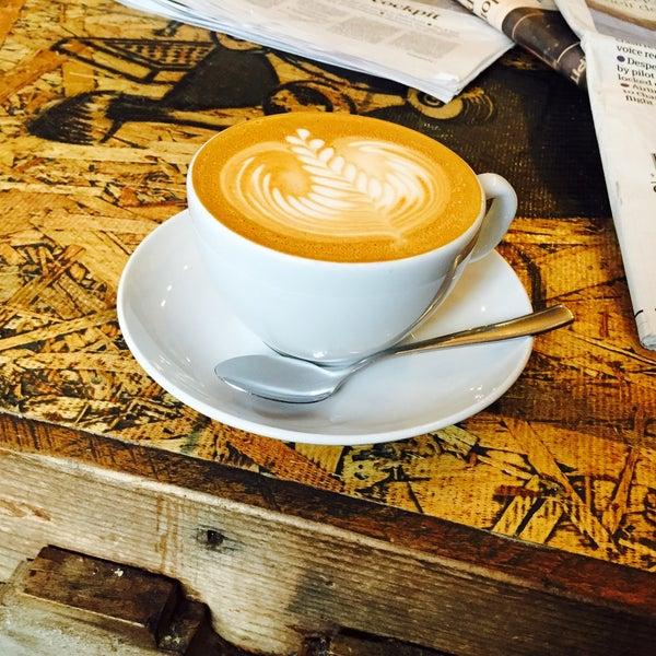 Foto diambil di Brew Lab Coffee oleh 👑Mel👑 pada 3/27/2015