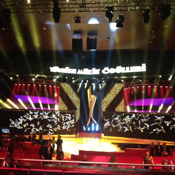 Das Foto wurde bei İstanbul Kongre Merkezi von Sitem am 4/12/2013 aufgenommen