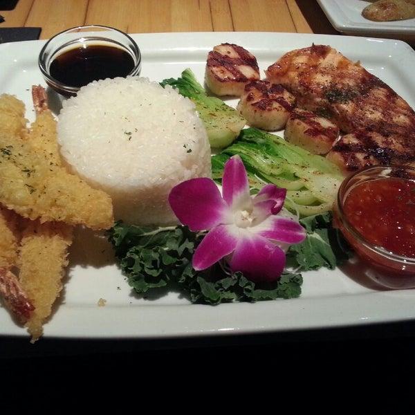 Das Foto wurde bei Mura Japanese Restaurant von Chris N. am 3/17/2013 aufgenommen