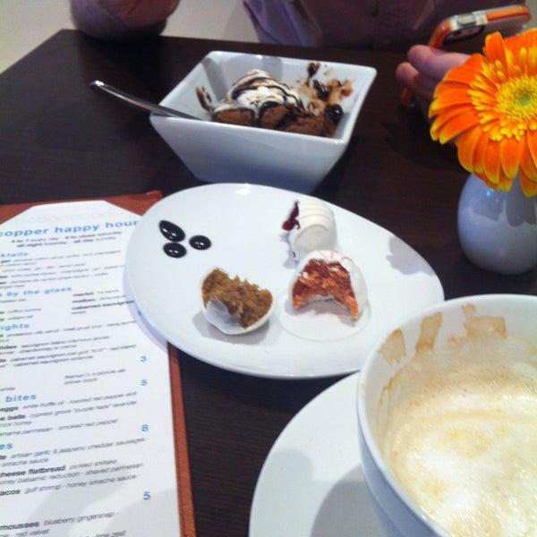 Foto scattata a Copper Restaurant & Dessert Lounge da Wanda G. il 5/4/2013