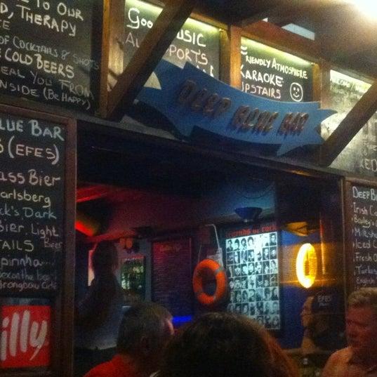 Foto tirada no(a) Deep Blue Bar por Serkan U. em 9/19/2012