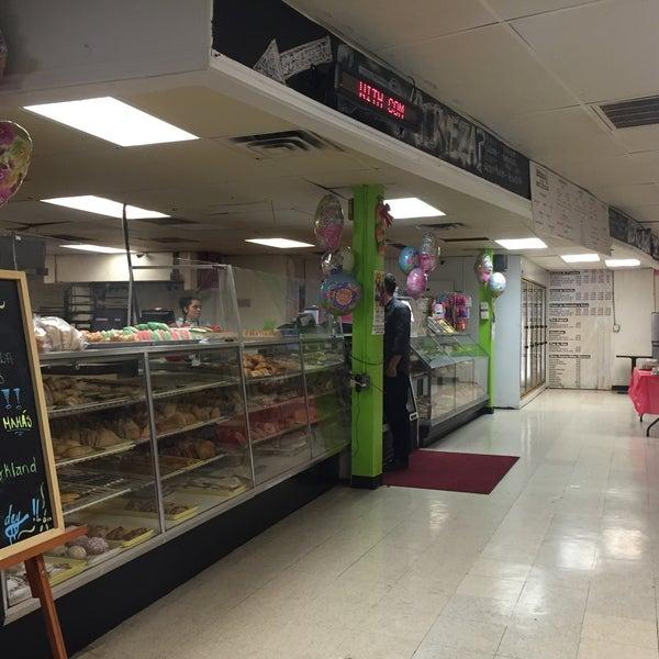 Снимок сделан в La Mexicana Bakery пользователем Eric 5/10/2015