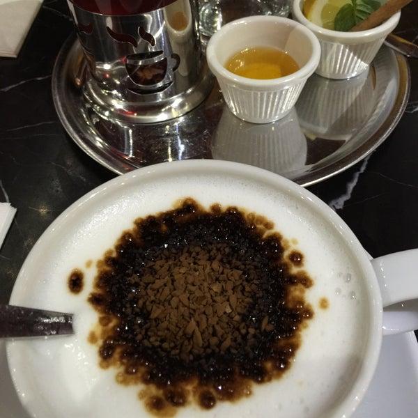 Das Foto wurde bei Cafe Locale İstanbul von 🔱 am 4/6/2015 aufgenommen