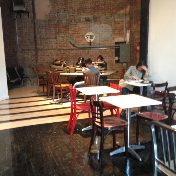 4/26/2013にCassie K.がTaszo Espresso Barで撮った写真